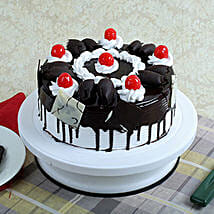Black Forest Gateau: Send Anniversary Cakes to Noida