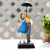Cute Valentine Day Couple Showpiece: Send Valentines Day Gifts to Kota