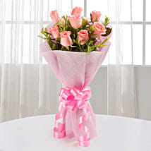 Endearing Pink Roses Bouquet: Send Anniversary Flowers for Her