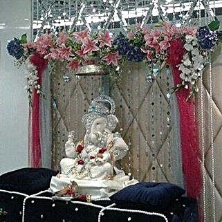 Mixed Flowers Ganpati Decoration: Ganesh Chaturthi Gifts