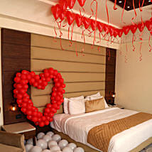 Romantic Balloon Decor: Romantic Gifts