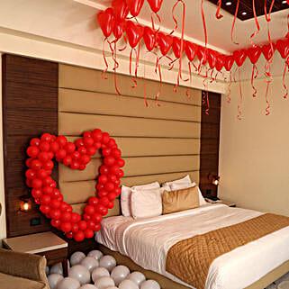 Romantic Balloon Decor: Send Gifts to Gurgaon