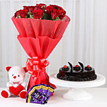 Sweet Combo For Sweetheart: Flowers & Cakes for Her