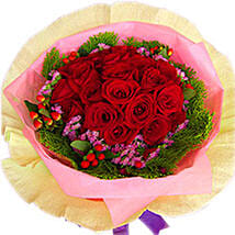 A Perfect Arrangement of Roses: Romantic Gifts to Malaysia