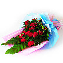 Exemplary Rose Bouquet: Romantic Gifts in Malaysia