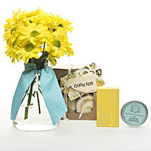 Golden Delight Hamper: Congratulations Flowers to New Zealand