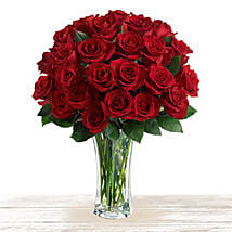 Majestic Red: Send Anniversary Flowers to Qatar