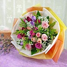 30 Mixed Roses: Anniversary Flowers to Singapore
