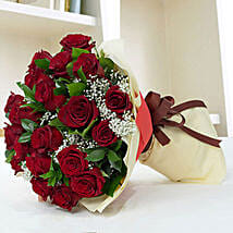 Lovely Roses Bouquet: Valentine Flower Bouquets to UAE