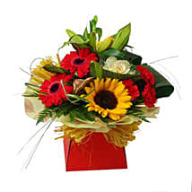 Expression of Elegance: Christmas Flowers to UK