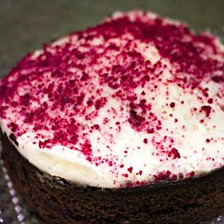 Red Velvet Cake: Birthday Gifts Delivery in UK
